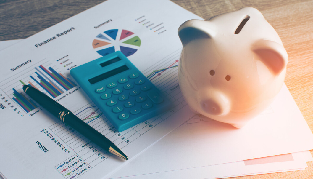 Betale ned gjeld eller spare i aksjefond? Slik får du mest ut av sparepengene dine