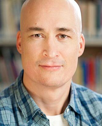 <strong>FORSKER PÅ LYKKE:</strong> Thomas Hansen, forsker ved NOVA, seksjon for aldersforskning og boligstudier. Foto: NOVA.