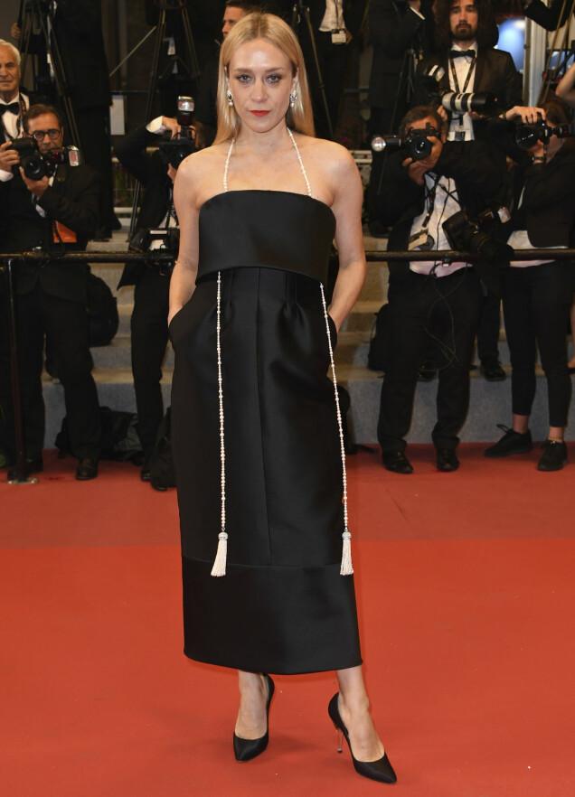 <strong>TIDLØS:</strong> Skuespiller Chloë Sevigny i en lekker, sort kjole med glitrende tilbehør på «Cold War»-premieren. Foto: Arthur Mola/Invision/AP/ NTB scanpix