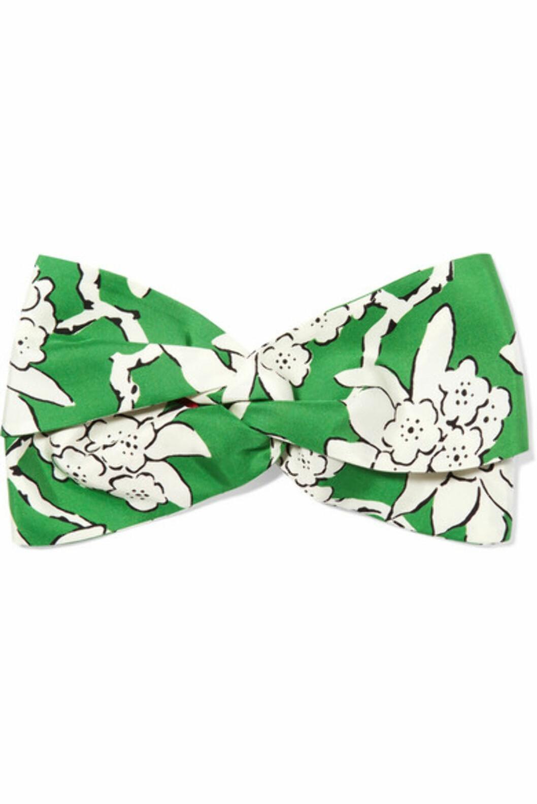 <strong>Hårbånd fra Valentino |2770,-| https:</strong>//www.net-a-porter.com/no/en/product/1037292/valentino/floral-print-silk-twill-headband