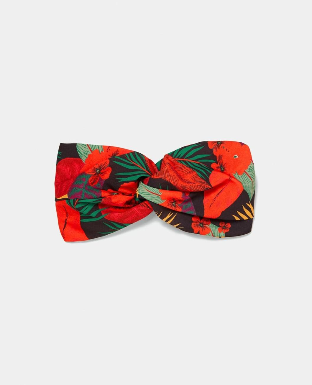 <strong>Hårbånd i rødt og grønt fra Zara |99,-| https:</strong>//www.zara.com/no/no/h%C3%A5rb%C3%A5nd-med-tropisk-m%C3%B8nster-p03694003.html?v1=5716020&v2=598502