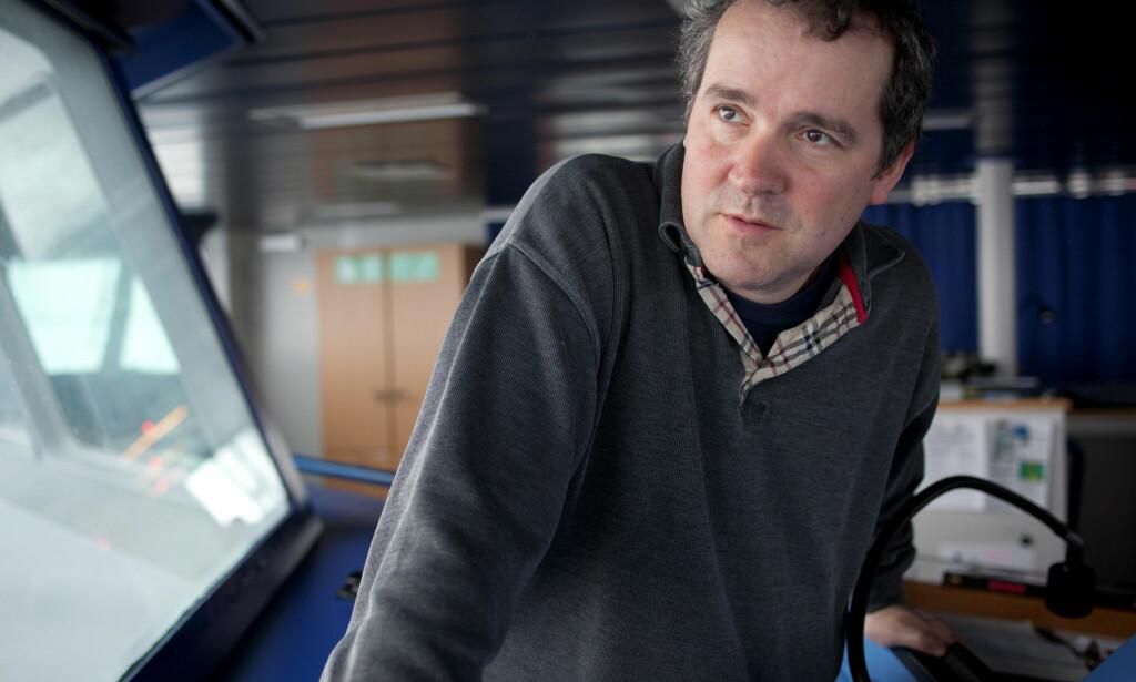 PÅ TOKT: Isforsker Sebastian Gerland ved Norsk Polarinstitutt har vært på flere turer for å studere isen i Arktis. Foto: Nick Cobbing / Norsk Polarinstitutt