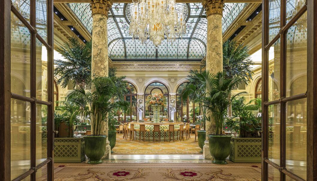 ARRANGERER BRYLLUPSFEST: Det er i restauranten The Palm Court inne på Plaza Hotel at gjestene kan få med seg det kongelige bryllupet på storskjerm. Foto: NTB scanpix