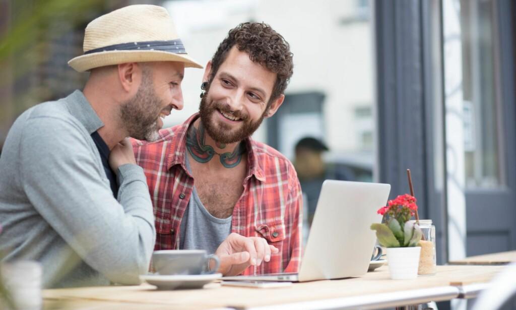 DOBBELTLIV: Det finnes mange skeive, selv i dag, som lever et dobbeltliv i skjul, for å opprettholde æren slik omgivelsene forventer av, og som bedrar sine «partnere» i et heterofilt ekteskap, men i det skjulte lever de ut sitt sanne jeg, skriver artikkelforfatteren. Foto: NTB scanpix