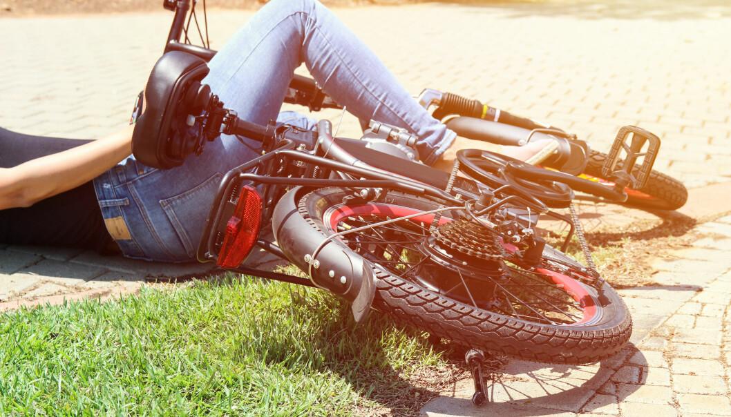 <strong>SAMME RISIKO:</strong> Elsyklister blir ikke oftere utsatt for trafikkuhell enn vanlige syklister. Ifølge TØI-rapporten er vanligste ulykkesårsak trikkeskinner, fortauskanter og hull i veibanen. Foto: Stav Krikst/Shutterstock/NTB scanpix