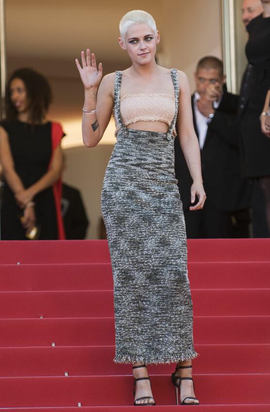 MED HÆLER: På Cannes-løperen i 2017, under «120 Beats Per Minute»-premieren, beholdt Kristen Stewart hælene på. Foto: AP/ NTB scanpix