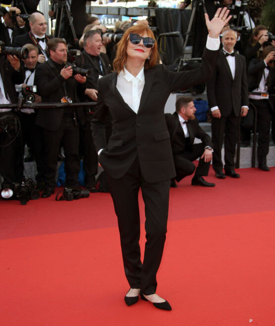DROPPET HÆLER: Skuespiller Susan Sarandon dristet seg til å iføre seg flate sko under åpningen av filmfestivalen i Cannes i 2016. Foto: AP/ NTB scanpix
