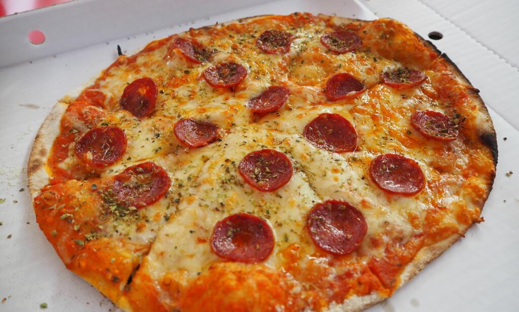 TREKKER NED: Pizza Pepperonien var grei, men en av de tingene som skuffet mest på Food Truck-området. Pris: 159 kroner.