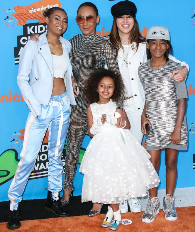 <strong>BARNA FØRST:</strong> Her er Mel B sammen med døtrene (f.v): Phoenix, Madison og Angel, samt eksmannens datter, Giselle, under Nickelodeon's 2018 Kids' Choice Awards i Los Angeles i mars. Foto: NTB Scanpix