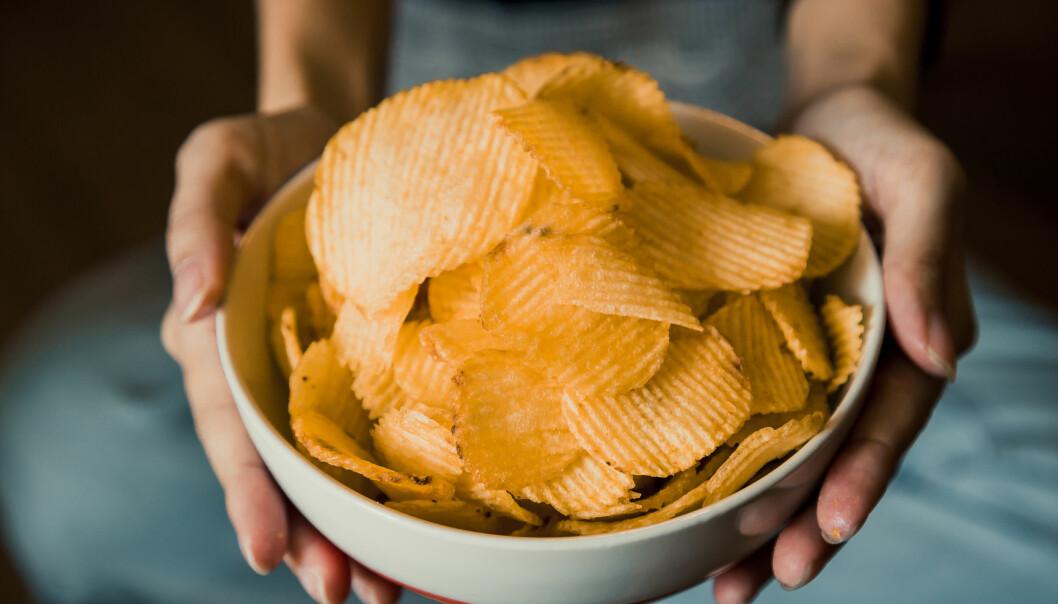 KOSEMAT: Når du først koser deg med chips kan du like godt velge den du liker aller best. FOTO: NTB Scanpix