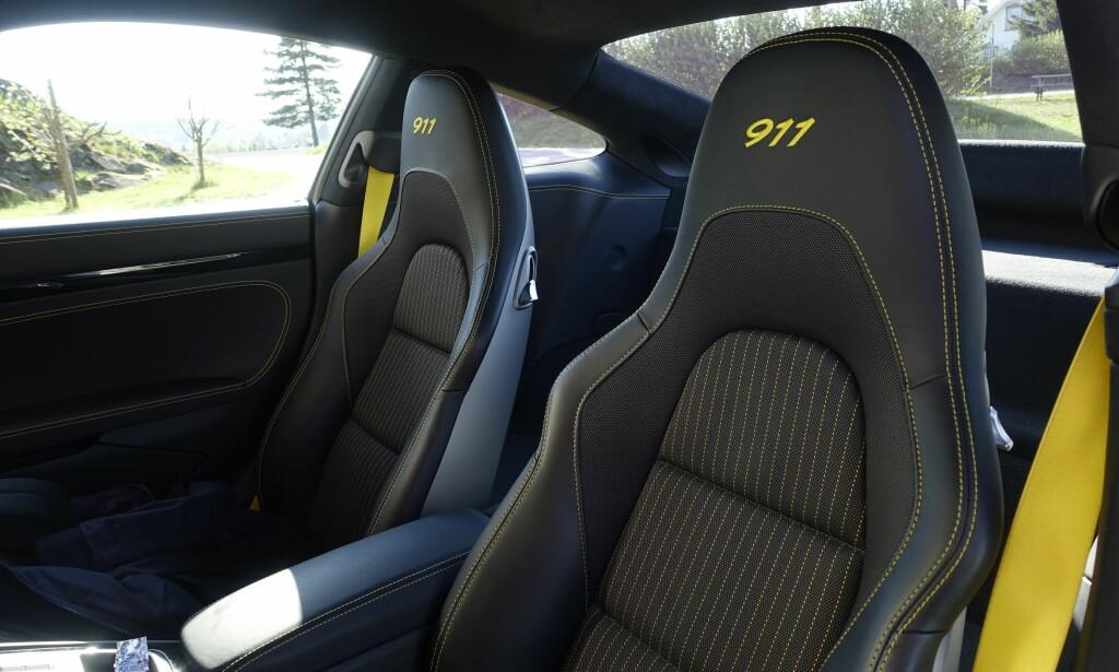 GODE STOLER: Jeg er en av få som liker stoffseter aller best. Disse fra Porsche er veldig gode. Foto: Rune M. Nesheim