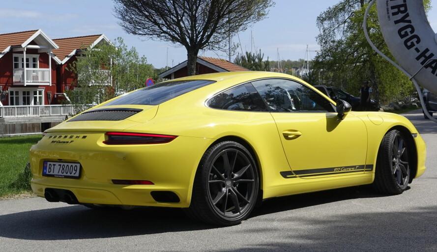 <strong>DEN LETTESTE 911:</strong> Foreløpig er dette den letteste men også svakeste Porschen. Når prispåslaget gjør den dyrere enn den langt sprekere og mer komfortable Carrera S, blir det nok ikke mange vi vil se på veien. Foto: Rune M. Nesheim