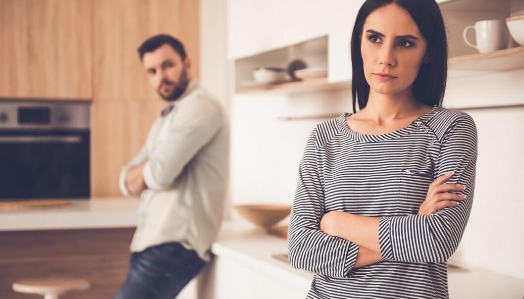 LYTT TIL HVERANDRE: Ikke snu det døve øret til partneren din, problemer løses best ved å snakke og lytte. Foto: Scanpix.