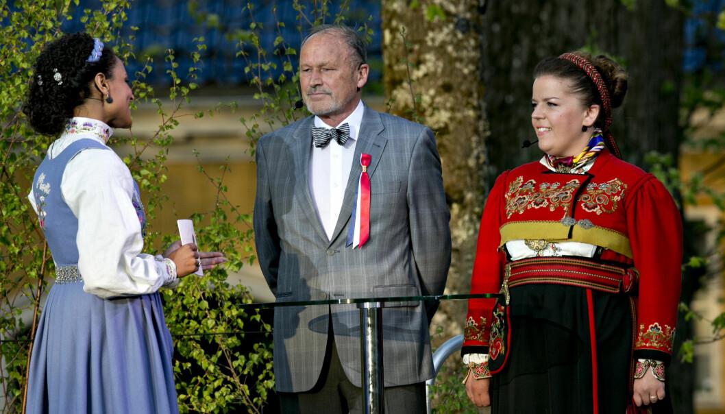 EIDSVOLL: Per Fugelli og Else Kåss Furuseth blir intervjuet av Haddy N'jie på 17.mai i 2014 i forbindelse med feiring av 200-års Grunnlovsjubileet på Eidsvoll. Foto: Anette Karlsen / NTB scanpix