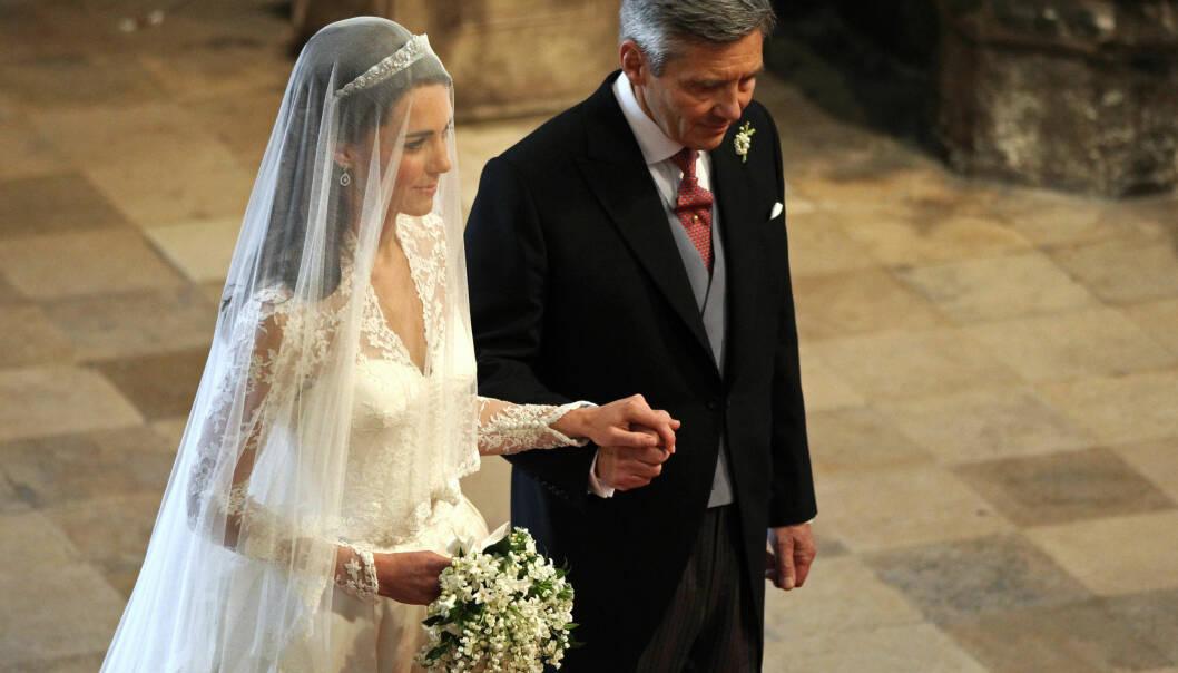 MED FAREN: Kate Middleton ble ført til alteret av faren Michael da hun giftet seg med prins WIlliam i 2011. Foto: Reuters/ NTB scanpix