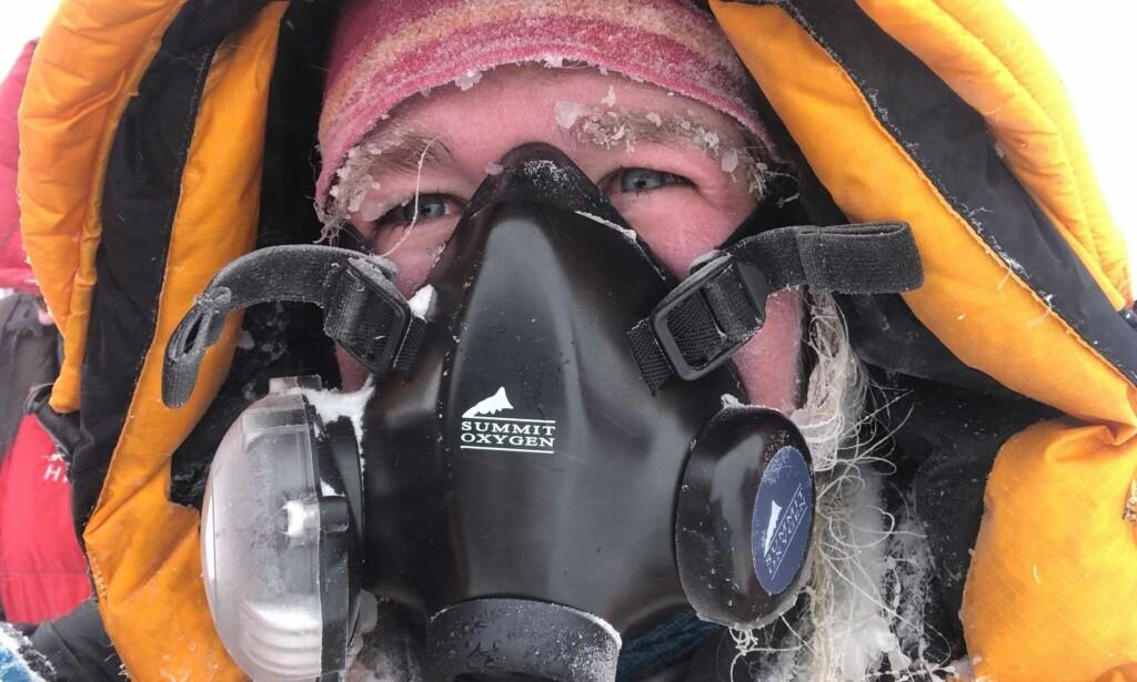 EKSTREM PÅKJENNING: På toppen av Mount Everest opplevde Moa Hundseid storm, og fikk forfrysninger på det ene kinnet. Foto: Moa Hundseid