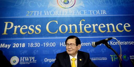image: Mr. Lee hevder han er i Oslo for å gi løsningen på verdensfred. Kritikere mener pastoren bare leder en kristen kult