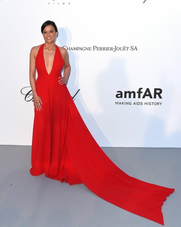 <strong>I RØDT:</strong> Skuespiller Michelle Rodríguez (39). Foto: NTB Scanpix