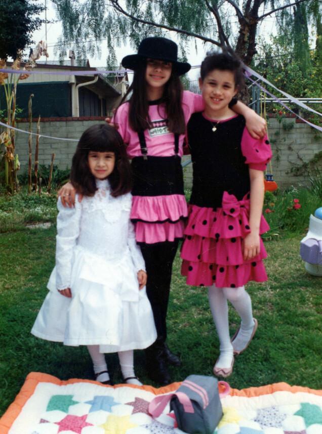 I 1990: En åtte år gammel Meghan Markle sammen med venninnen Ninaki (midten) og hennes lillesøster, Michelle (t.v.), på sistnevntes bursdagsfest. Foto: Splash News/ NTB scanpix