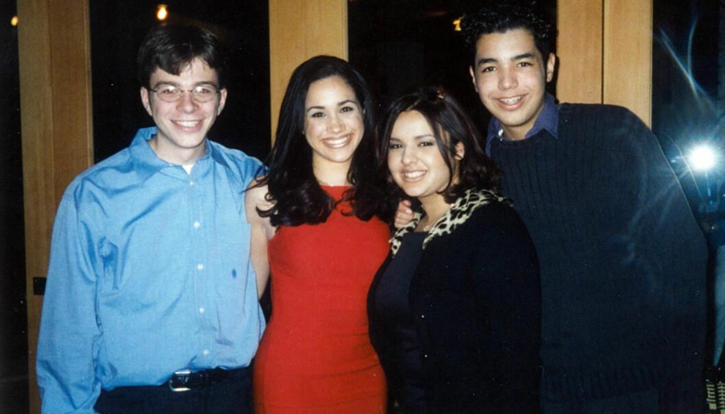 MED VENNER: Meghan Markle på middag i L.A. med vennene Gabe Mountain, Susan Ardakani og Danny Segura i 1997. Foto: Splash News/ NTB scanpix
