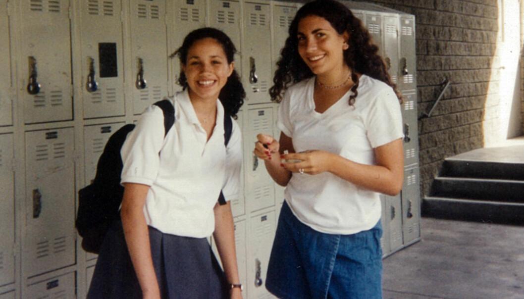 PÅ HIGH SCHOOL: Meghan Markle (t.v.) med venninnen Christina Zanetos det første året hun gikk på Immaculate Heart High School i L.A. Foto: Splash News/ NTB scanpix
