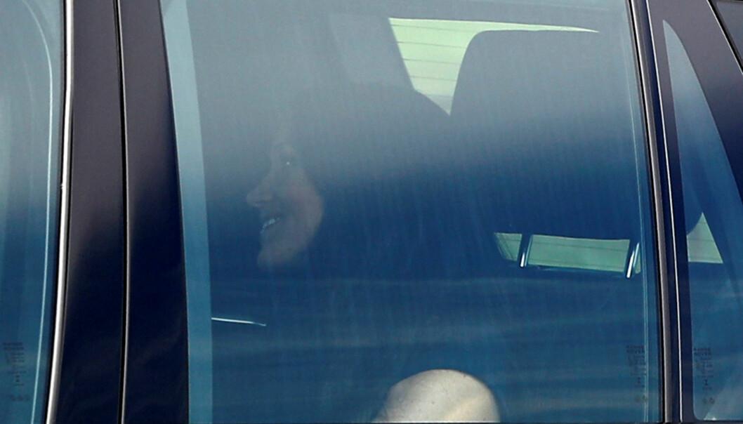 SMILTE: Meghan Markle så etter forholdene avslappet ut på vei til Windsor Castle. Foto: Reuters/ NTB scanpix