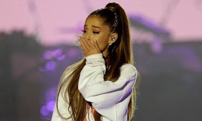 <strong>TÅRENE STRØMMET PÅ:</strong> Den verdenskjente artisten var svært berørt av stundens alvor da hun opptrådte under minnekonserten i Manchester den 4. juni i fjor. Foto: NTB scanpix