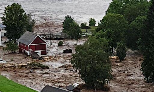 image: Seks timer med styrtregn forvandlet bygda Utvik i fjor