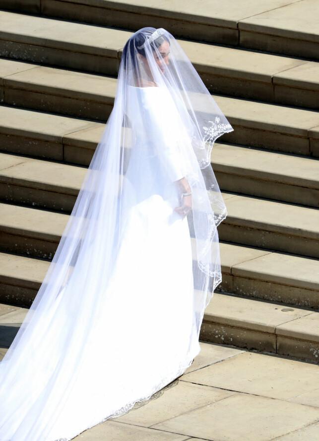 VAKKER: - Det ser ut som en Mette-Marit-aktig kjole i sin enkelhet. Fantastisk vakkert. Stilrent og elegant, sier Jemtegård om kjolen. Foto: NTB Scanpix