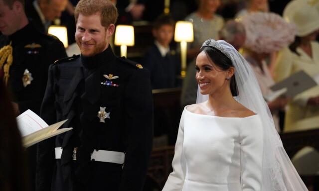 a38d915c2352 VISTE FREM KJOLEN  Meghan Markles brudekjole kom til sin rett da hu8n og  prins Harry