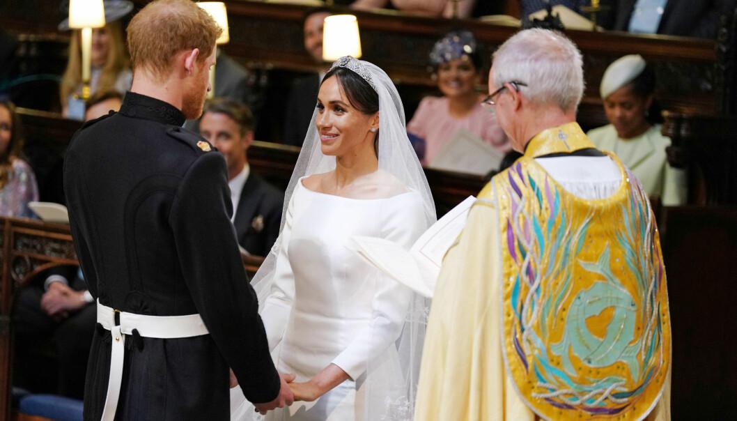 <strong>VAKKER VIELSE:</strong> Prins Harry og Meghan Markle rørte utvilsom både bryllupsgjestene og tv-seerne under vielsen. Foto: NTB scanpix