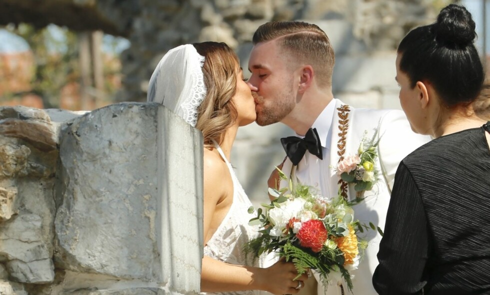 KLINTE TIL: Stian Blipp og Jamina Iversen giftet seg samme dag som prins Harry og Meghan Markle - men ved domkirkeruinene på Hamar - ikke i Windsor. Foto: Tor Lindseth/ Se og Hør