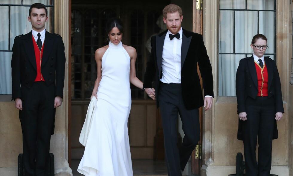 KLARE FOR FEST: Det nygifte paret forlot Windsor slott for å reise videre til Frogmore House, der kveldens fest finner sted. Foto: NTB scanpix