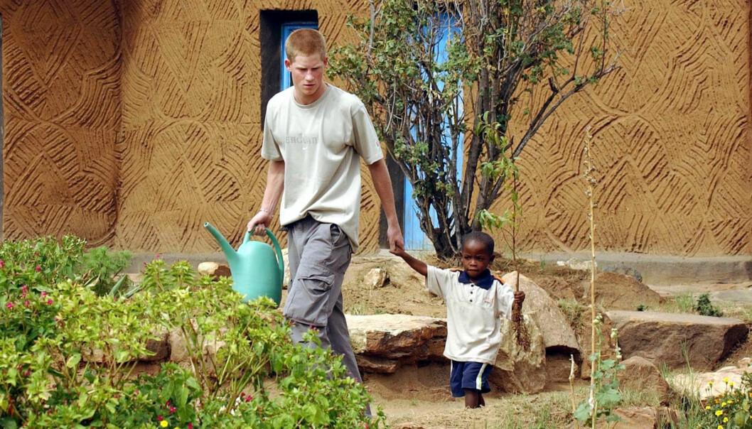 GODE VENNER: Siden 2004 har Prins Harry Mutso beholdt et godt vennskap. Foto: NTB Scanpix