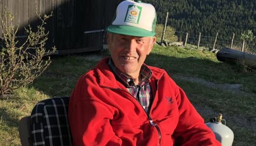 KLOK KAR: Å jobbe på gard hele livet er ikke for pyser. Pensjonist Arne Bøygard (82) vet å sette pris på omgivelsene. FOTO: Sonja Evelyn Nordanger