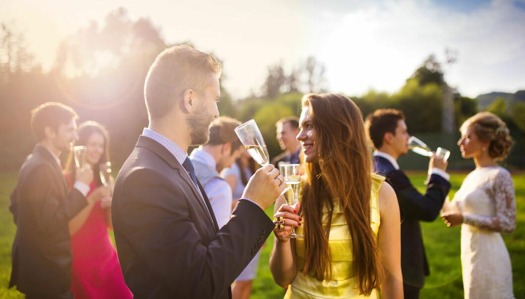 KLESKODER: I bryllup er nok den viktigste regelen at du unngår hvitt. Ellers gjelder det å følge kleskoden i invitasjonen. FOTO: NTB Scanpix