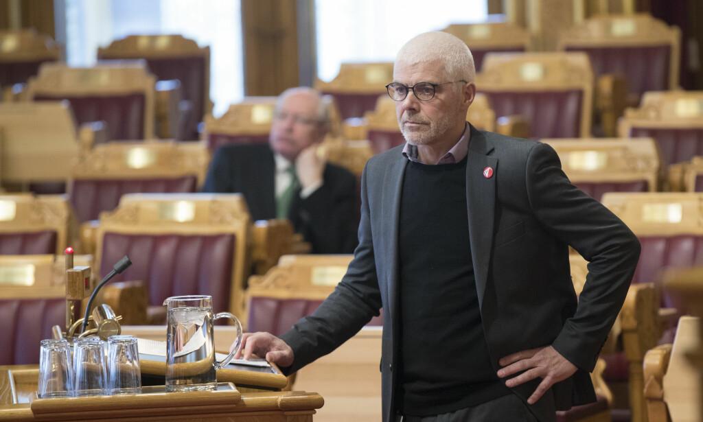 REAGERER: Petter Eide (SV) mener regjeringen styrer mot et rettssystem som kun er for de med god råd. Foto: Vidar Ruud / NTB scanpix