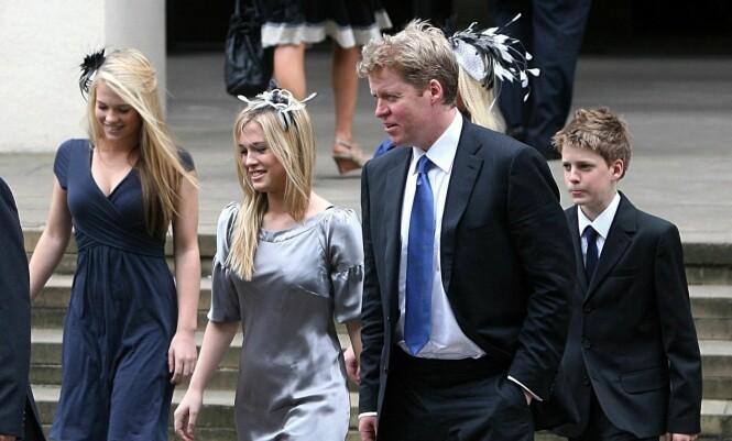 FAMILIEN: Louis (t.h.) ble i 2007 fotografert utenfor et kapell i London i forbindelse med en minnegudstjeneste, for å markere at det var ti år siden Diana døde. Foto: NTB scanpix