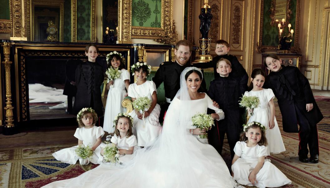 HEDRET DIANA: Prins Harry og Meghan Markle sørget for å inkludere avdøde prinsesse Diana på flere måter gjennom bryllupsdagen. Også med en skoggrønn sofa. Foto: Alexi Lubomirski / Kensington Palace / AP / NTB Scanpix