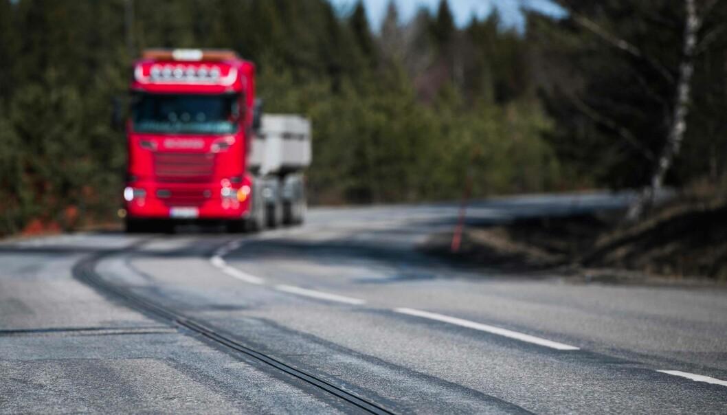 <strong>EROAD:</strong> Svenskene tester nå ut en 10 kilometer lang strekning, der man kan lade mens man kjører. Foto: NTB Scanpix