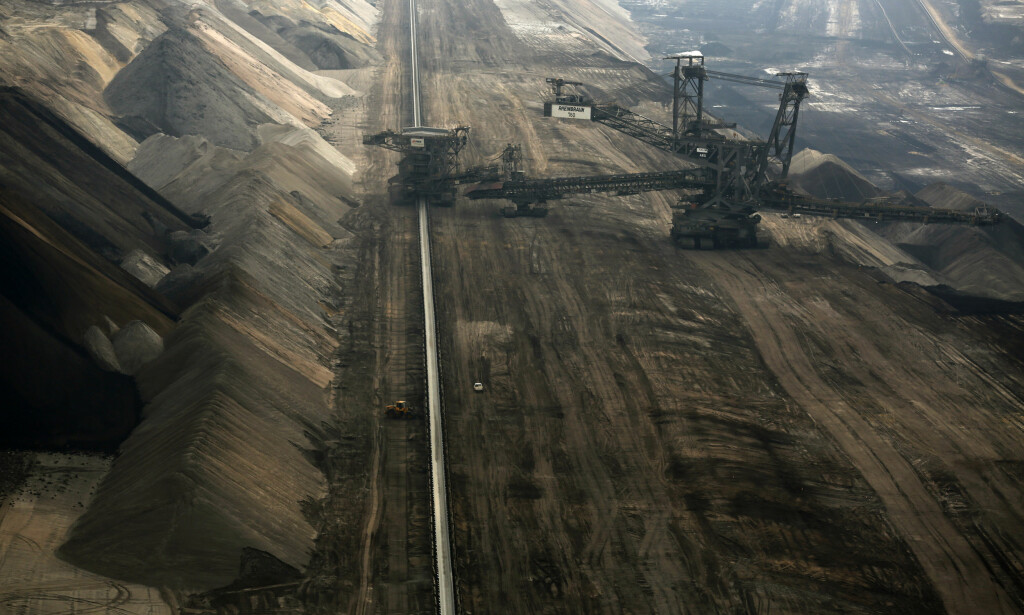 BRUNKULL: Brunkull er regnet som den skitneste formen for fossil energi. RWE, som driver denne gruva i Tyskland, sier til Dagbladet at de vil fase ut brunkull i 2050. Foto: Ina Fassbender / Reuters / NTB Scanpix