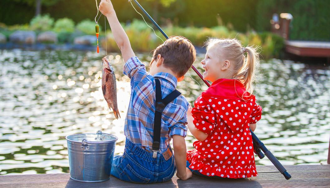 SOMMERFERIE: Det er ikke så viktig for barna hvor ferien går, men mange kjenner på et press før ferien. FOTO: NTB Scanpix