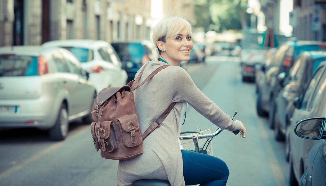 <strong>AKTIV REISEVEI:</strong> Det å ta bena eller pedalene fatt fremfor bilen kan redusere risikoen for sykdom. Dessuten gir det en super start på dagen. FOTO: NTB Scanpix