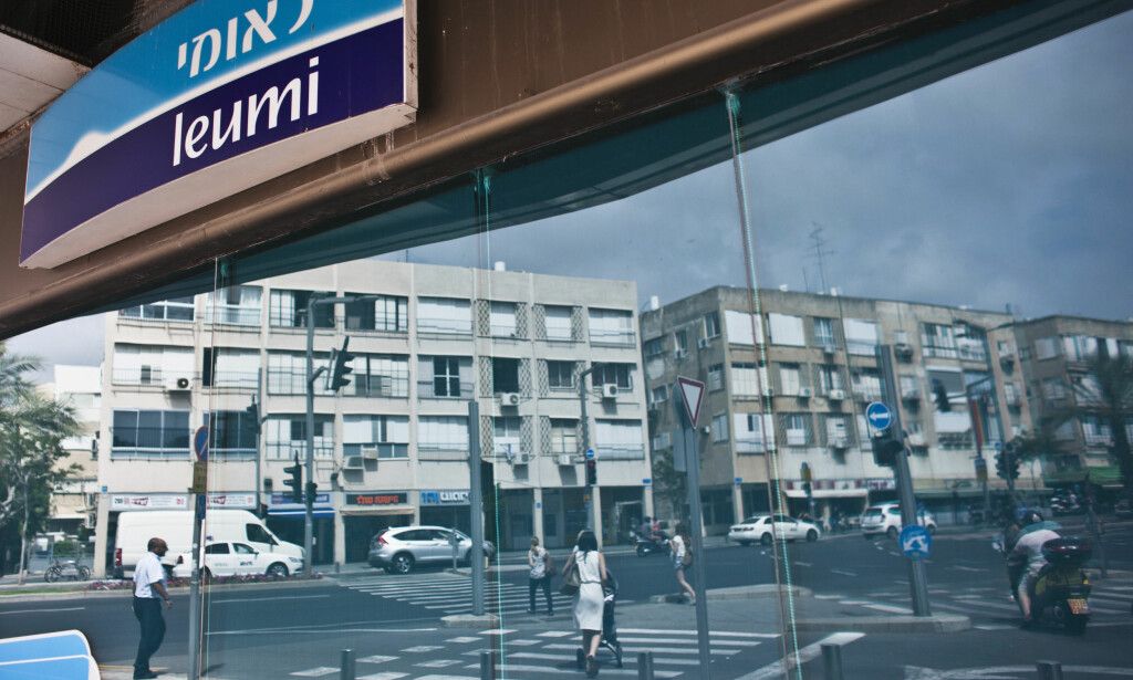 BRYTER MED INTERNASJONALE LOVER: Den israelske bankkjeden Bank Leumi bidrar til å utvide de ulovlige bosetingene på den israelsk-okkuperte Vestbredden, ifølge en ny rapport. Her er det norske Oljefondet en av de største investorene. Foto: Nir Elias / Reuters / Scanpix