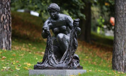 PARK: Skulpturen «La Grande Laveuse» av Pierre-Auguste Renoir er også å se i parken. FOTO: NTB Scanpix