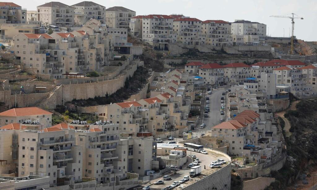 VOKSER RASKT: Her er den israelske bosetningen Beitar Illit, som huser mer enn 56 000 innbyggere, på det israelsk-okkuperte palestinske Vestbredden. Stadig flere ultraortodokse jøder flytter hit. Foto: Menahem Kahana / Afp / Scanpix