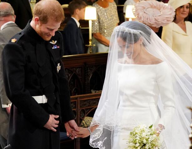 TO: Harry og Meghan fniste både til hverandre og biskopen under vielsen. Foto: NTB Scanpix