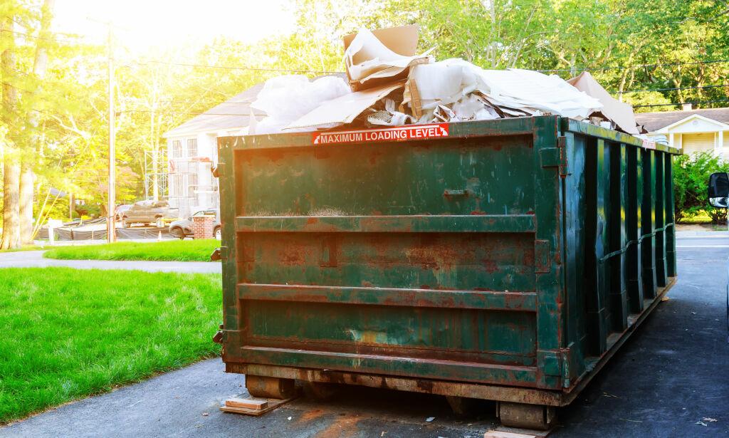 image: Det kan bli dyrt om du putter feil type søppel i containeren