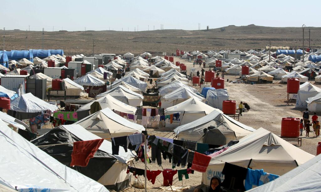 A picture taken on February 25, 2017 shows a general view of the tents housing displaced Iraqi refugees who have recently fled from Mosul in a camp in al-Hol, located some 14 kilometers from the Iraqi border in Syria's northeastern Hassakeh province. / AFP PHOTO / DELIL SOULEIMAN