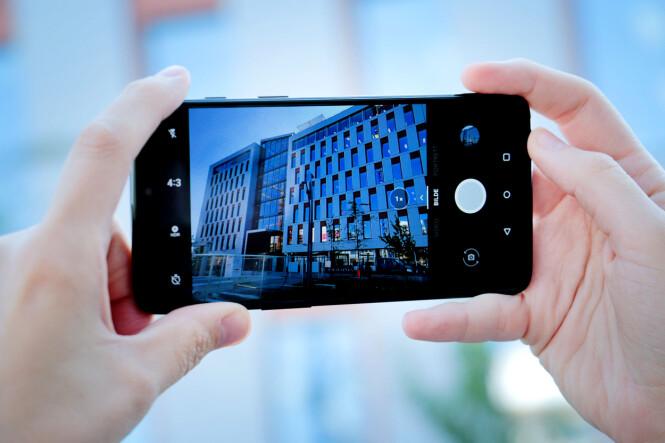 <strong>ENKEL FOTOAPP:</strong> OnePlus 6 har en enkel app for å ta bilder, men også muligheter for å styre alt fra fokus til eksponering manuelt om du heller ønsker det. Foto: Ole Petter Baugerød Stokke